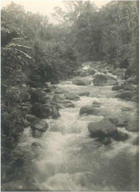 """Rivier, vermoedelijk een een zijtak van de Batang Samo tussen Pajakoemboeh en Pangkalankotabaroe (terjemahan: """"Sungai, agaknya cabang dari Batang Samo antara Pajakoemboeh dan Pangkalankotabaroe"""")."""